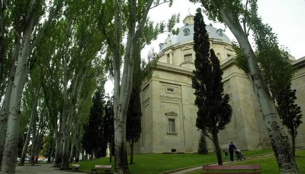 El Monumento de los Caídos visto desde la calle Aoiz.