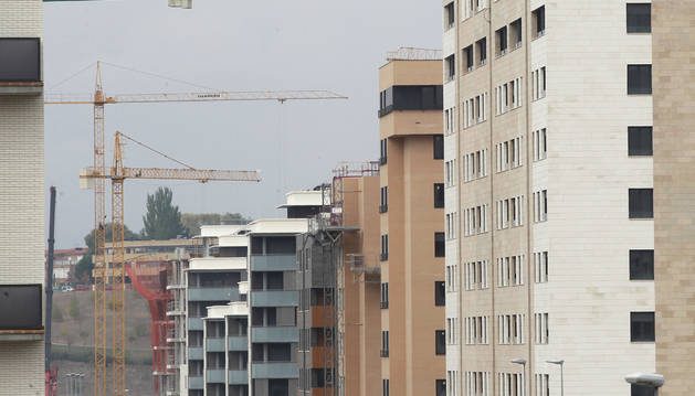 Bloques de edificios en  el barrio pamplonés de Erripagaña.