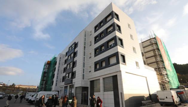 foto de Visita de la Comisión de Urbanismo del Ayuntamiento de Pamplona a las casas de Soto de Lezkairu.