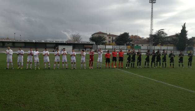 Imagen del inicio del encuentro disputado en Tafalla entre el Eibar y el Huesca.