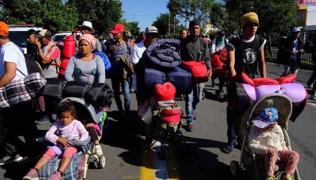 Así es la denominada 'carava migrante'. Miles de emigrantes centroamericanos huyen de la violencia de sus países hacia la frontera con Estados Unidos.