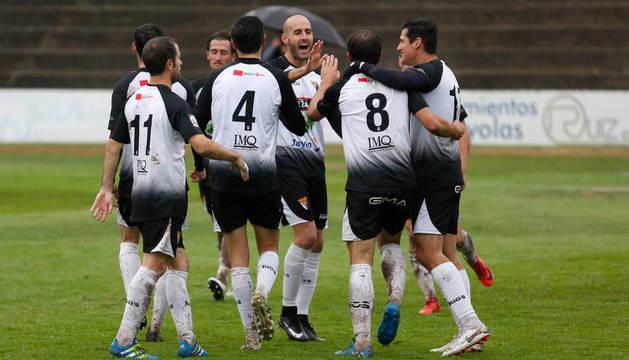 Cejudo sigue la jugada entre Meseguer y Dani Segovia.