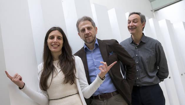 Sofia Balula Dias, Leontios J. Hadjileontiadis y el catedrático de la UPNA Fermín Mallor, que lidera uno de los grupos de la universidad dedicados a Big Data y Salud.
