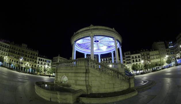 La plaza del Castillo de Pamplona por la noche en una imagen de archivo.