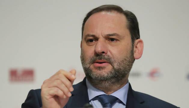 Ábalos no descarta un 'súper domingo' electoral el 26 de mayo, también con generales