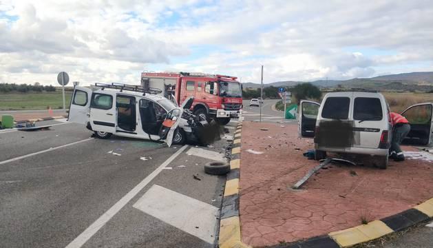 Los dos vehículos, tras el choque en Allo.
