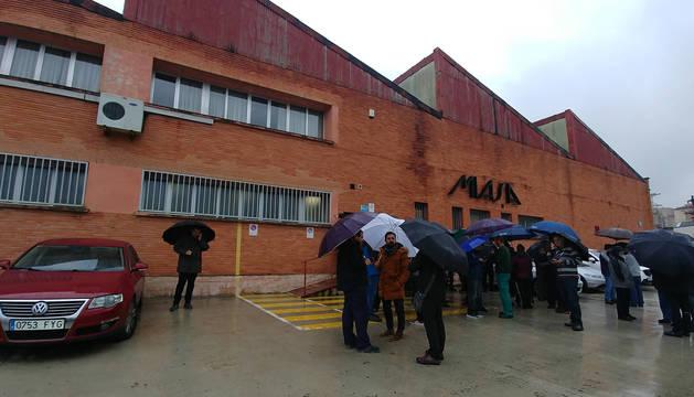 Trabajadores de Miasa durante el paro de dos horas realizado este martes.