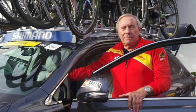 Javier Mínguez, como seleccionador nacional de ciclismo.