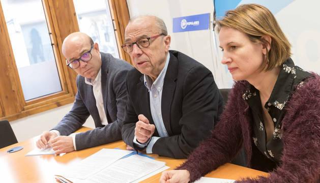 De izquierda a derecha, José Suárez Benito, José Cruz Pérez Lapazarán e Irene Royo Ortín.