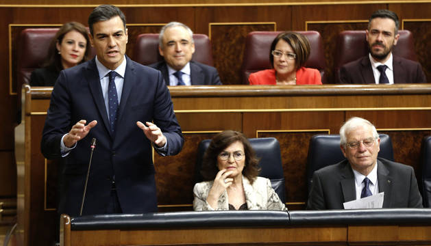 Sánchez echa en cara a Casado que sea más radical y menos serio que Rajoy