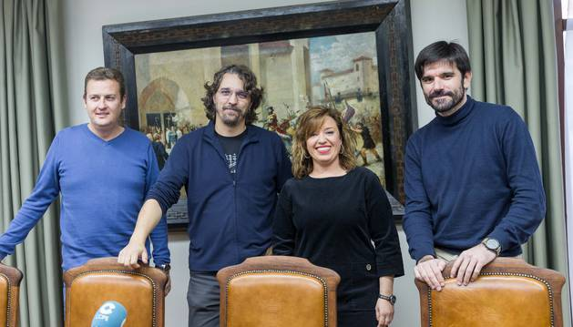 De izquierda a derecha, el concejal de Deportes, José Antonio Fraile; los portavoces de Tudela Puede y PSN Dani López y Silvia Cepas, y el alcalde, Eneko Larrarte, en la rueda de prensa de ayer.