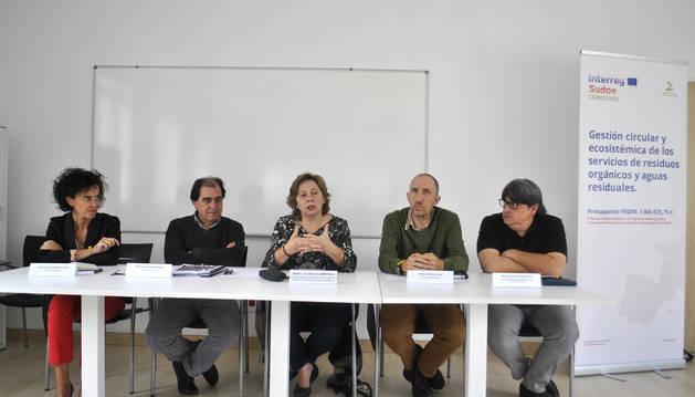 Representantes de las entidades impulsoras del proyecto el día que éste se presentó en Peralta.