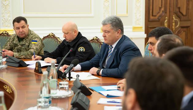 El presidente ucraniano, Petró Poroshenko, reunido con los representantes del Ejército del país.