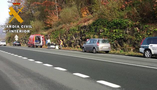El motorista fue trasladado por una ambulancia de Bomberos al centro de salud de Santesteban.