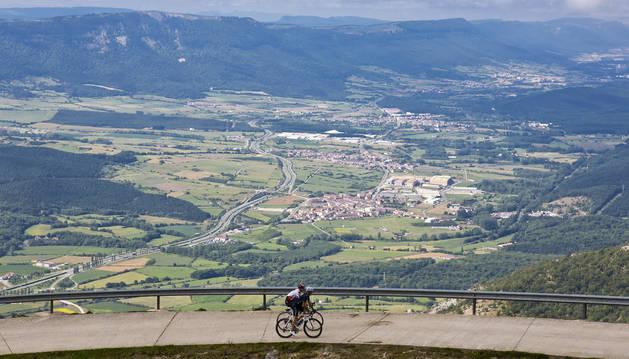 Sakana asegura el fondo a una demostración anterior a la llegada de la Vuelta a España en 2014 a San Miguel de Aralar.