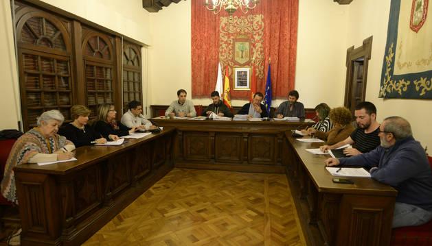 El pleno del consistorio olitense reunido en una sesión anterior.