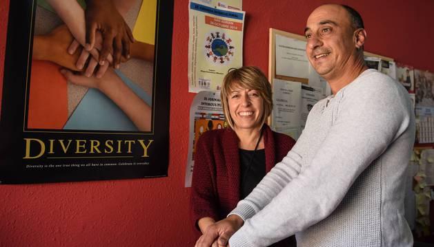 Amaya Fernández y Antonio Jiménez unen sus manos por la diversidad.