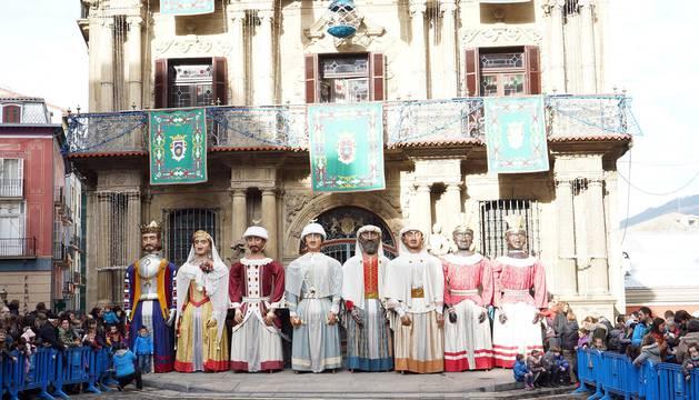 La festividad de San Saturnino ha arrancado con el desfile de Gigantes y Cabezudos