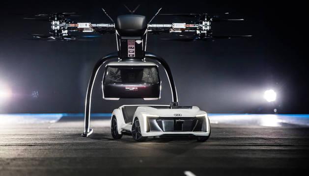 DOS EN UNO. Este prototipo combina un coche autónomo para la carretera, y un gran dron para pasajeros.