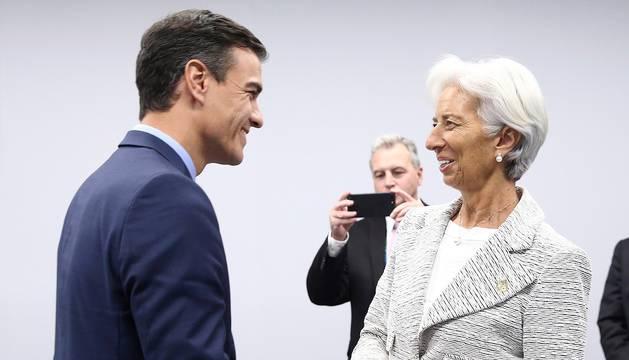 Foto del presidente del Gobierno, Pedro Sánchez, durante la reunión que mantuvo ayer con la directora gerente del Fondo Monetario Internacional (FMI), Christine Lagarde.