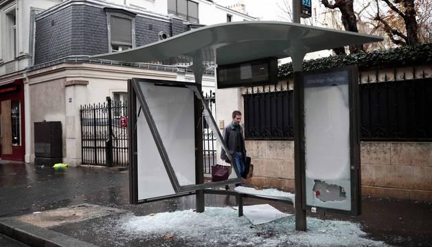Los 'chalecos amarillos' continúan con los disturbios en la capital francesa