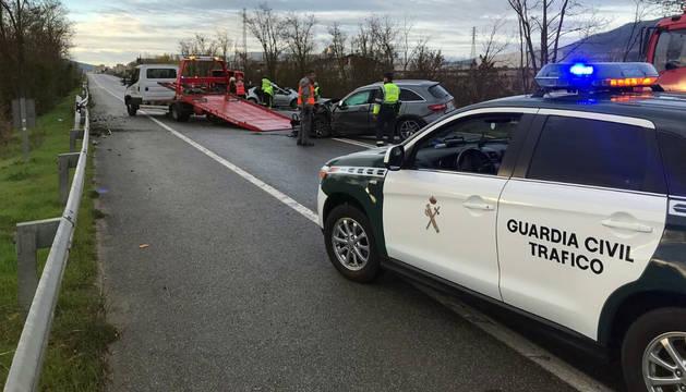 Patrulla de la Guardia Civil, en el lugar del accidente.