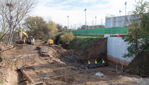 Imagen de los trabajos que se están llevando a cabo en la desembocadura del Mediavilla en Tudela.