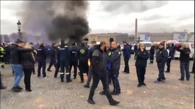 Las ambulancias toman las calles de París