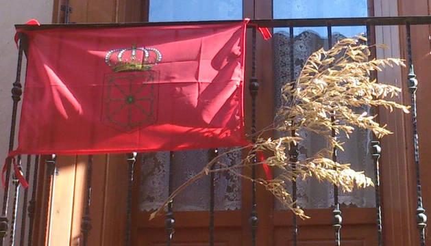 La bandera de Navarra que nos une, en los balcones