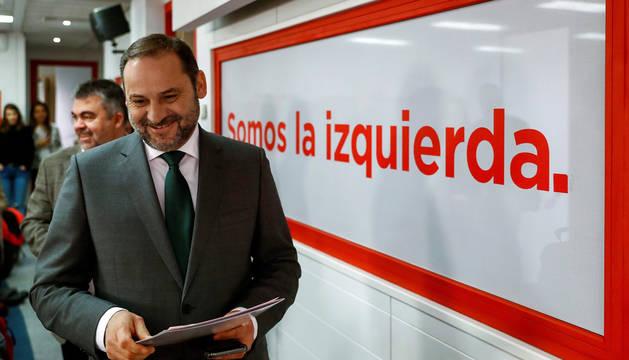 El Ministro de Fomento José Luis Ábalos, durante la rueda de prensa tras la reunión de la ejecutiva federal del PSOE.