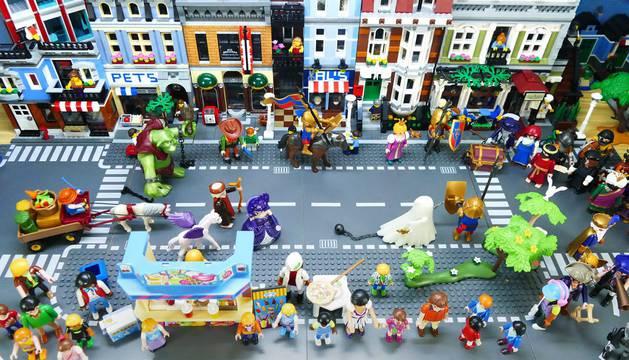 En el mercadillo habrá playmobil, disfraces, libros...