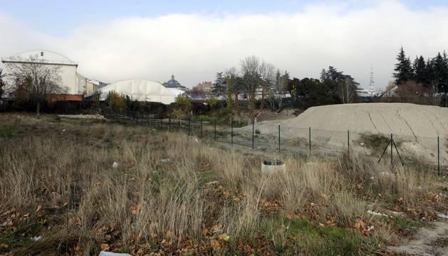 La parcela P-3, situada en la parte trasera del Club de Tenis.