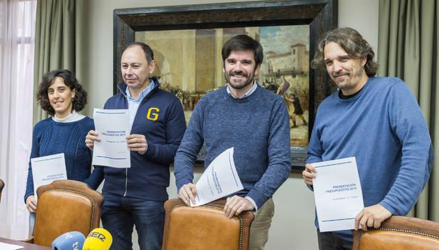 De izda. a dcha: Marisa Marqués (I-E), José Ángel Andrés (PSN), Eneko Larrarte (I-E) y Daniel López (Tudela Puede).