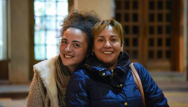 Ana Sáinz y Constanza Rentería posan sonrientes ante la cámara.