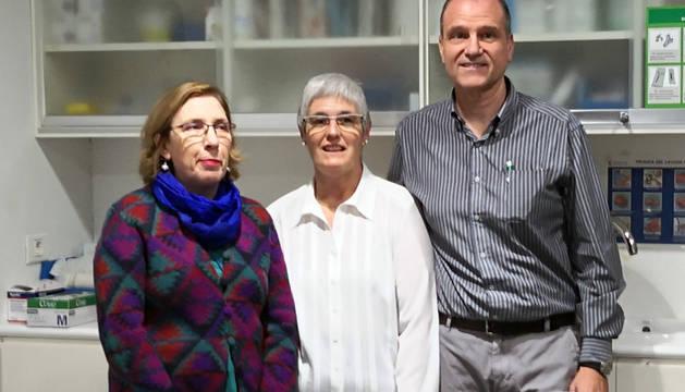 Las enfermeras Guilermina Marí, Arantza Iñurrieta y del doctor Pablo Aldaz.