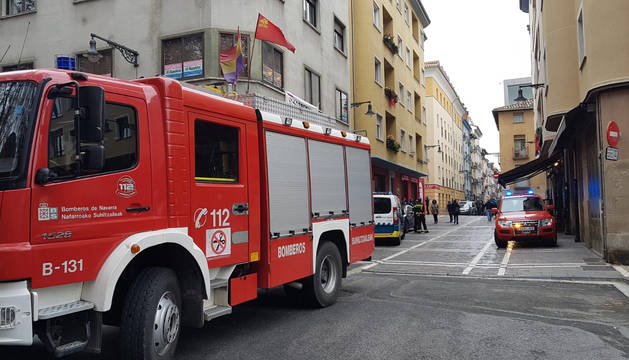 Los bomberos, en la calle San Agustín de Pamplona.