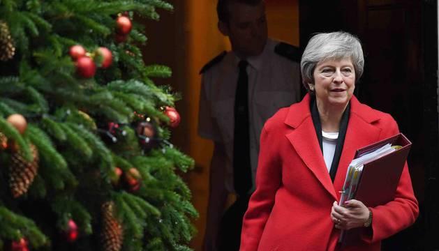La primera ministra británica, Theresa May, a la salida de su residencia en el 10 de Downing Street en Londres.