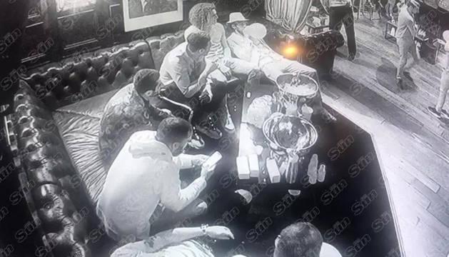 Imágenes del video de la fiesta de los jugadores del Arsenal en una discoteca de Londres.