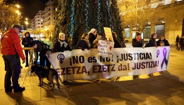 Concentración convocada por el colectivo feminista Andrea- Lunes Lilas para rechazar la violencia machista en especial contra la sentencia que confirma el fallo inicial de la Manada.