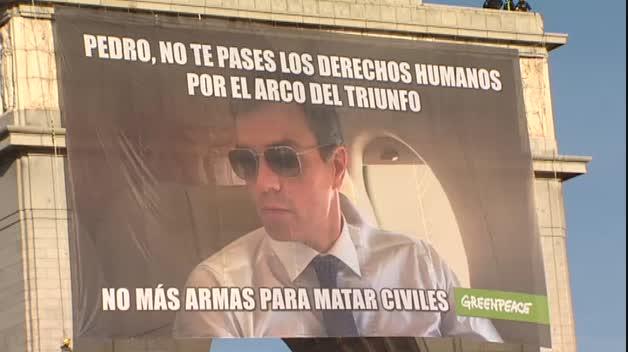 """Greenpeace pide a Sánchez que no se pase los derechos humanos """"por el arco del triunfo"""""""
