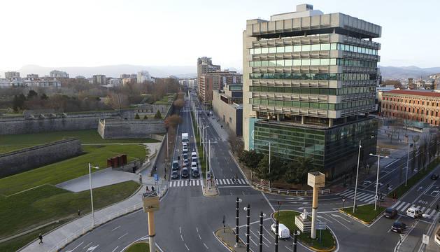 La todavía avenida del Ejército desde el cruce de Yanguas y Miranda con Conde Oliveto.
