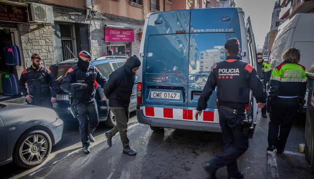 Una treintena de detenidos en una operación de los Mossos contra el narcotráfico