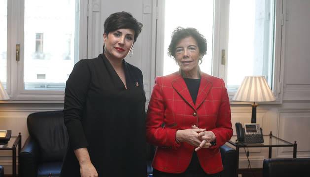 La consejera María Solana junto a la ministra Isabel Celaá.