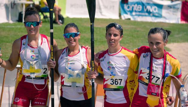Osaba (dcha.), con el resto de medallistas del Mundial de K2.