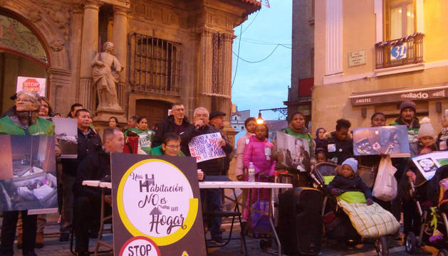 Concentración de la PAH en Pamplona para pedir una