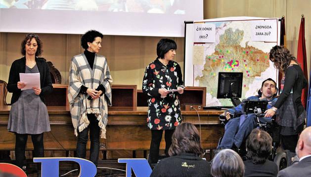 Adela Ortiz, Mamen Romo, María Baile y Jesús San Juan fueron los encargados de leer el manifiesto del Cermin.