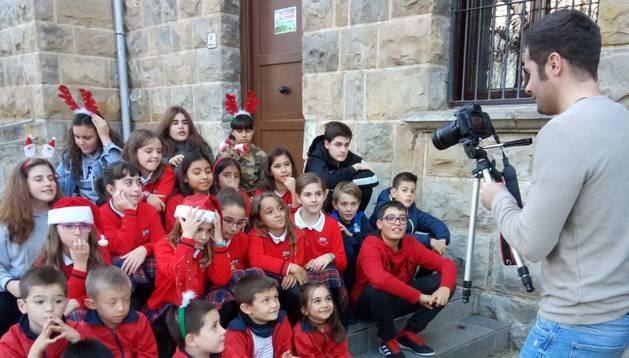 Una de las tomas del videoclip realizado en el Colegio Regina Pacis por sus alumnos y profesores.