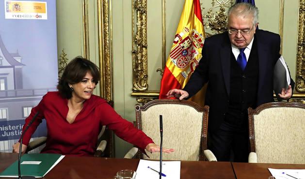 La ministra de Justicia, Dolores Delgado, junto a