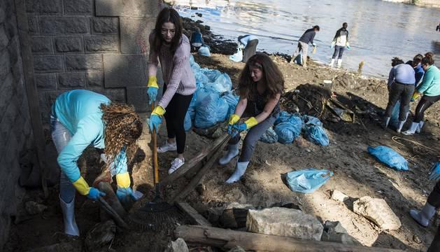 Limpieza del río Nilo en El Cairo