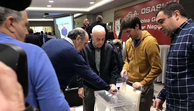 Votación durante la asamblea del 16 de diciembre